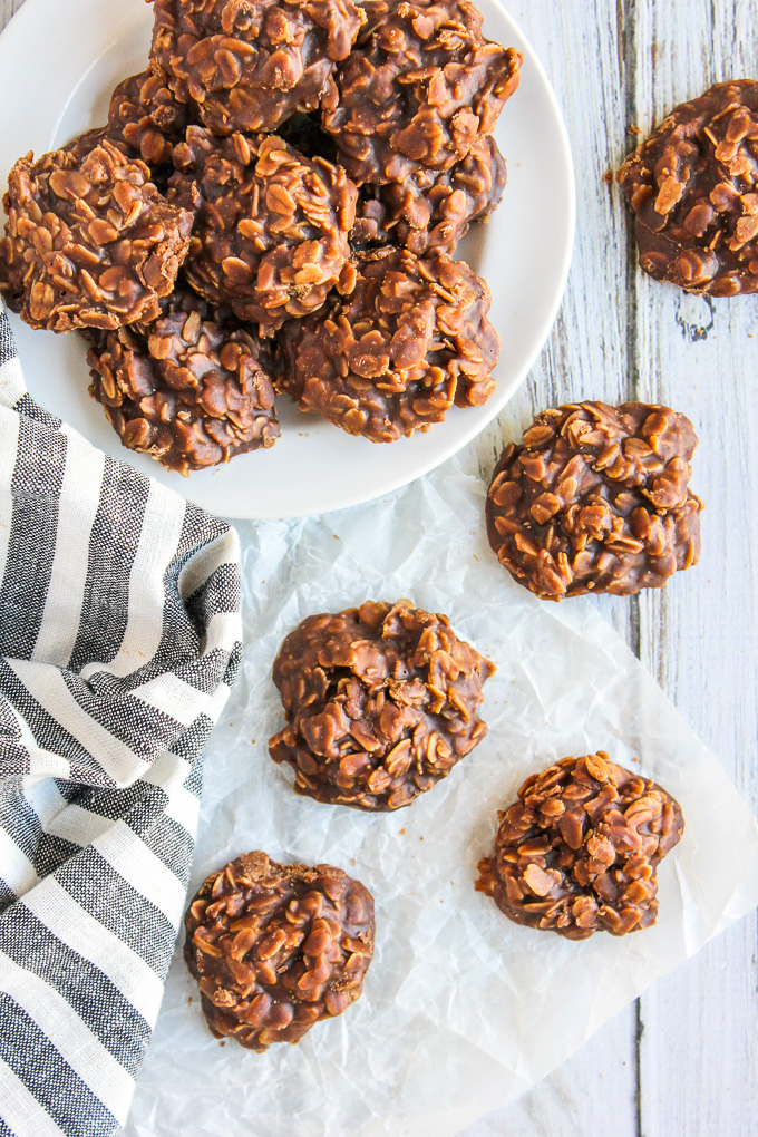 Classic No Bake Cookies- these cookies can be made in one pan and require no oven! Everyone loves these chocolate peanut butter cookies! via bakedinaz.com #chocolate #nobake #cookie #chocolatepeanutbutter